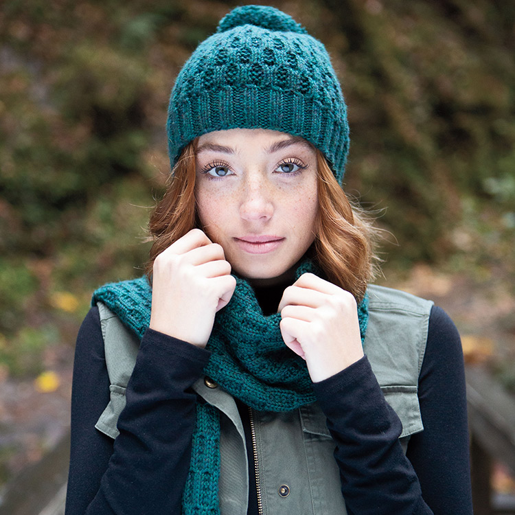 Continuous S-shaped curves create the texture in the hat and scarf set.